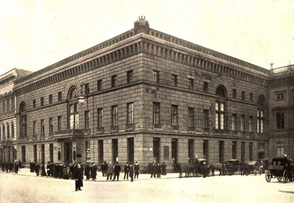 historische Aufnahme des Palais Redern, Unter den Linden 1, Sicht vom Pariser Platz, Public Domain via Wikimedia Commons